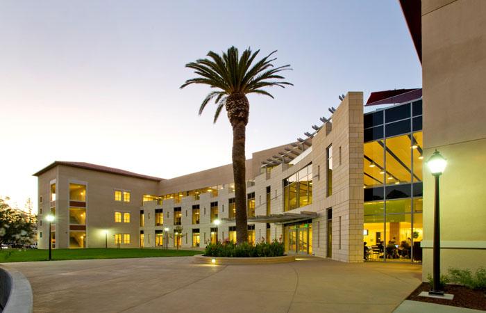 10 сентября на территории университета Санта-Клары (Сан-Франциско, Калифорния), пройдет симпозиум по фэнтези-спорту. Здесь будут освещены вопросы, связанные с функционированием бизнеса и развитием спорта (от молодежного до профессионального).