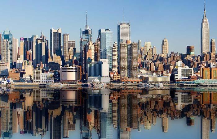 Во вторник генеральный прокурор Нью-Йорка издал запрет для компаний, организующих соревнования по ежедневному фэнтези-спорту, назвав их работу противоправной. По его мнению, операторы проводят незаконные операции с азартными играми.