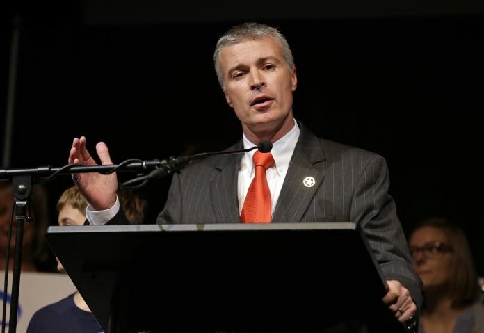 Генпрокурор Южной Дакоты Марти Джекли(Marty Jackley)рассказал, что не намерен преследовать операторов фэнтези-спорта и заводить на них уголовные дела.