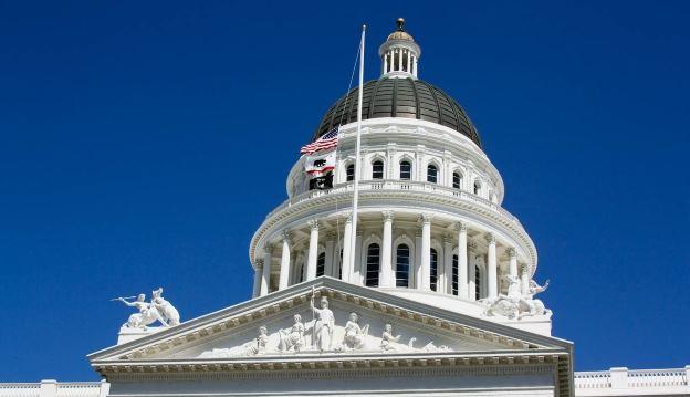 В Калифорнии прошло слушание об индустрии ежедневного фэнтези-спорта, на котором законодатели решили регулировать деятельность операторов фэнтези-спорта.