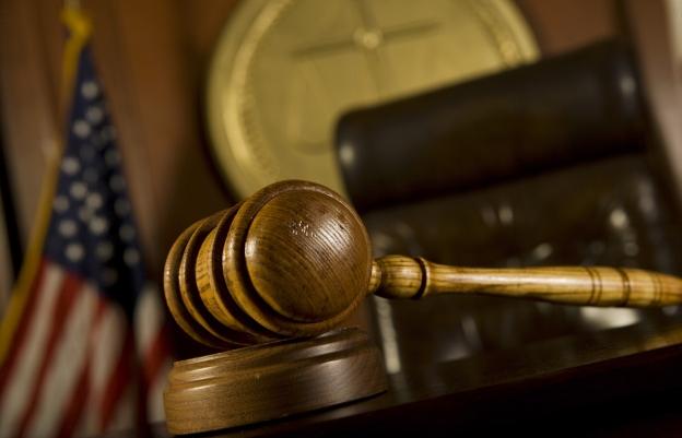 Суд Нью-Йорка вынес постановление о запрете ежедневного фэнтези-спорта в пятницу утром, а во второй половине дня операторы восстановили свою деятельность.