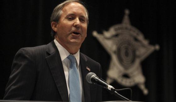 Кэн Пэкстон (Ken Paxton), генеральный прокурор Техаса, считает, что фэнтези-спорт является азартным видом игр, поэтому на территории штата вне закона.
