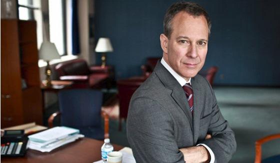 Эрик Шнейдерман (Eric Schneiderman), генеральный прокурор Нью-Йорка, относит фэнтези-спорт к азартным играм и считает, что он должен быть запрещен.