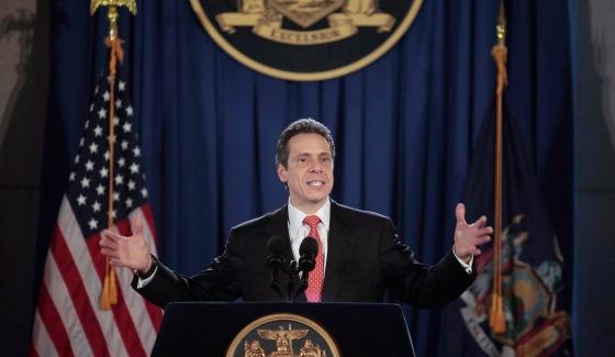Эндрю Куомо (Andrew Cuomo), губернатор штата Нью-Йорк, подписал закон о легализации ежедневного фэнтези-спорта (Daily Fantasy Sport – DFS) 3 августа 2016 года.